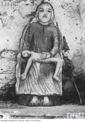 Rzeźba Matki Boskiej znajdującej się w kapliczce (lata 1918 - 1934)