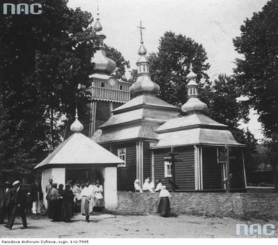 Wysowa - cerkiew św. Michała Archanioła w Wysowej. Widok ogólny drewnianej cerkwi od strony bramy.(lata1918-1939)