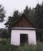 kapliczka upamiętniająca legendarną cerkiew