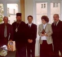 fot. Piotr Gerent (w środku) z prof. prof. Janem Kęsikiem, władyką Jeremiaszem, Teresą Kulak, Rościsławem Żerelikiem