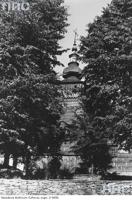 Kwiatoń - drewniana cerkiew greckokatolicka św. Paraskewii - fragment wieży (lata 1939 - 1945)