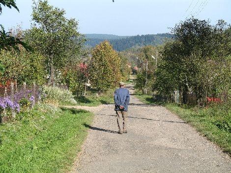 Droga przez wieś.