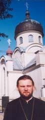 O. Roman Dubec przed cerkwią w Gorlicach