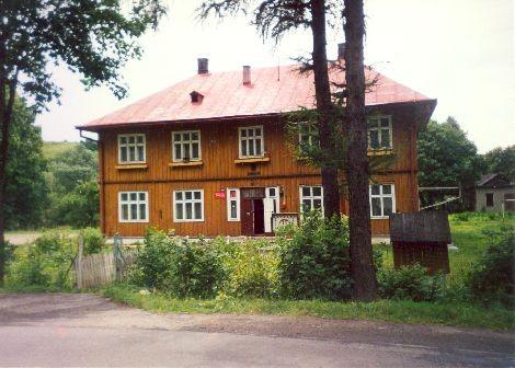 Budynek dawnej szkoły w Wojtkowej. Wybudowany około 1935 roku.