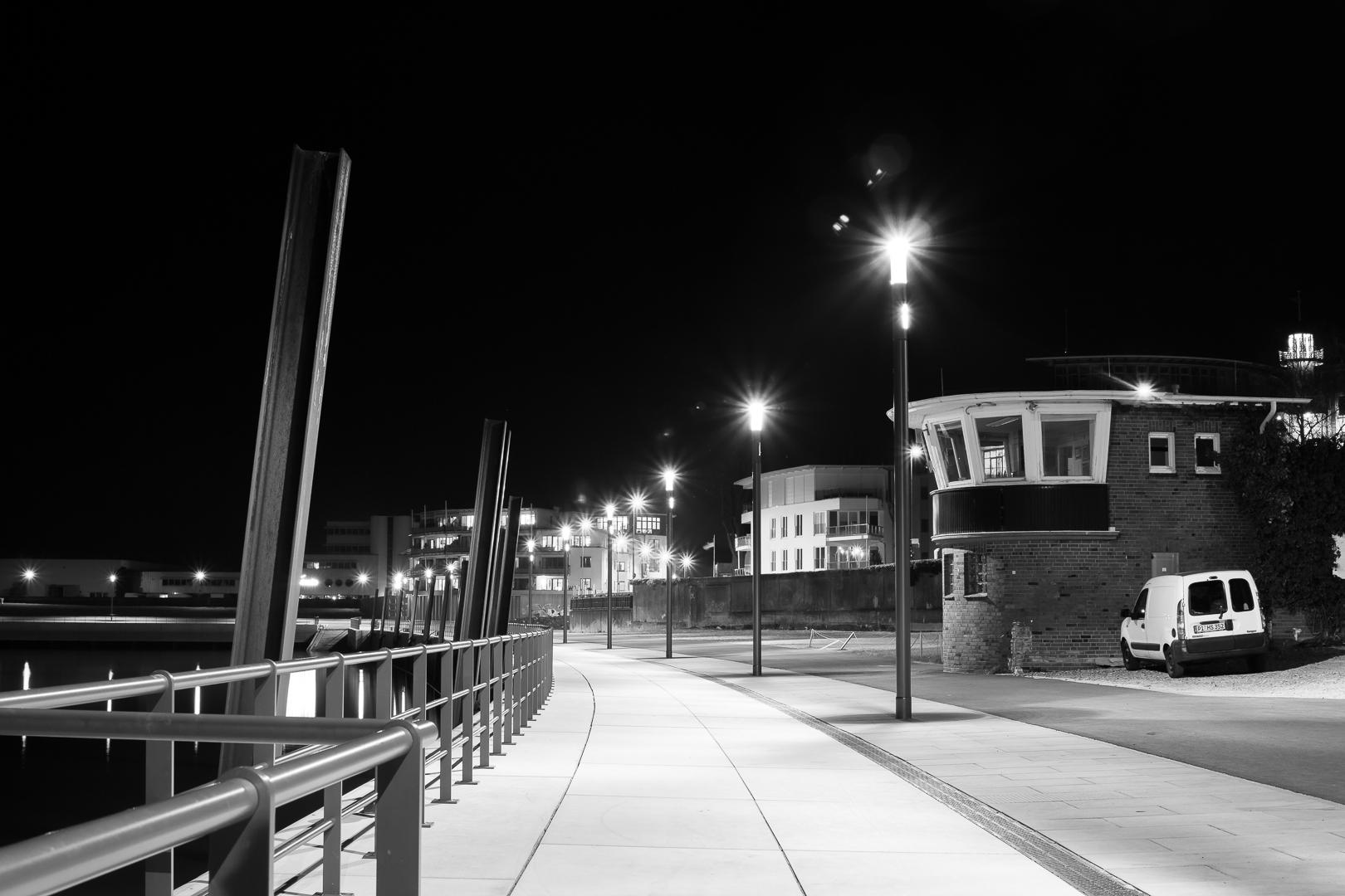 Ostmole Hafen Wedel bei Nacht
