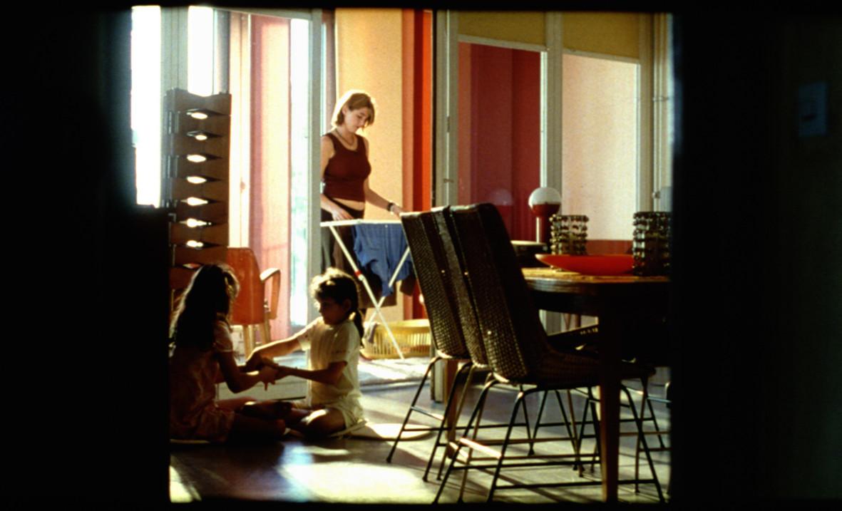 """Filmstill Whg. Familie """"In den Tag hinein"""" November Film GmbH"""
