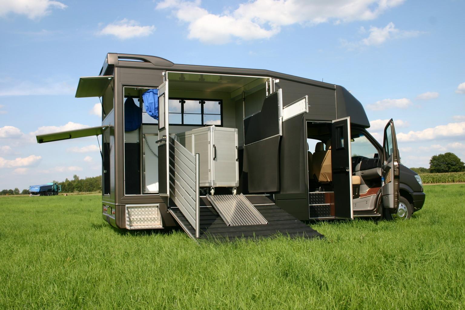 herzlich willkommen pferdetransporter ernst. Black Bedroom Furniture Sets. Home Design Ideas