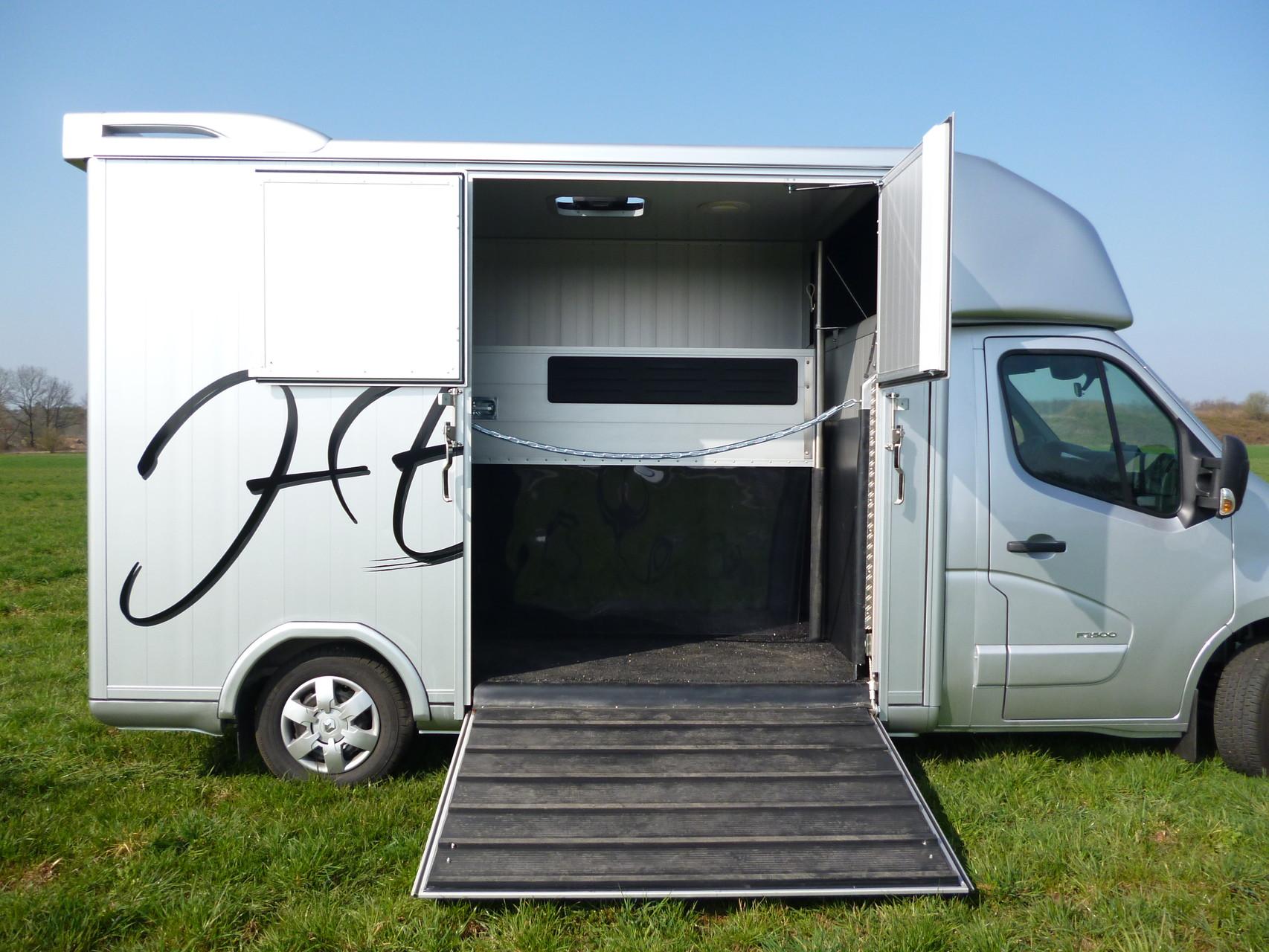 mercedes benz sprinter 315 automatik pferdetransporter ernst. Black Bedroom Furniture Sets. Home Design Ideas