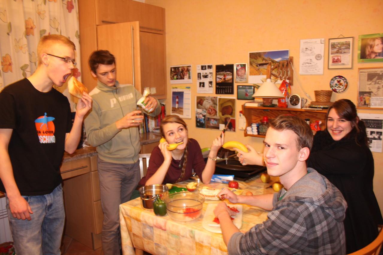 Team 2: Marian, Philip, Annika, Yemina, Lukas