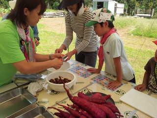 東国吉遊育の森 栗ご飯の準備