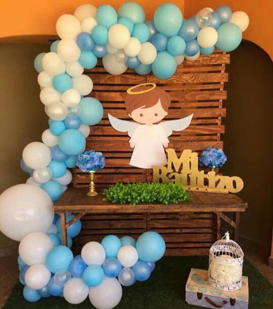 decoracion con globos para bautizo de niño