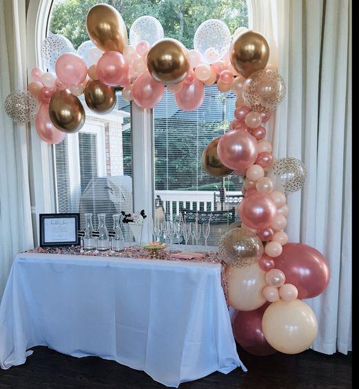 arreglo de globos para baby shower en casa