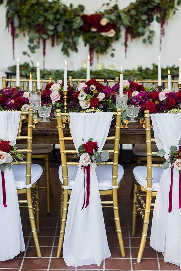 arreglos de flores color vino para mesa de boda