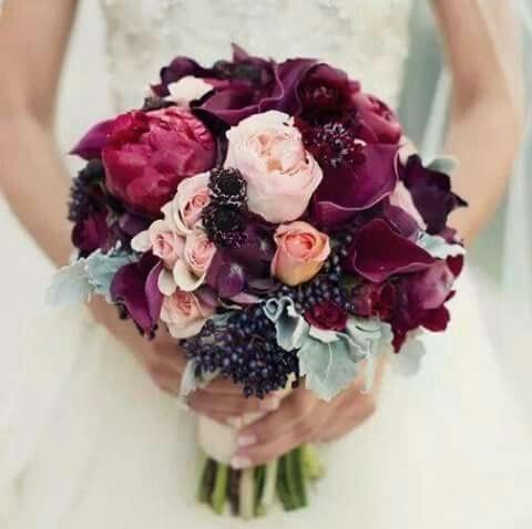 ramo de novia color vino