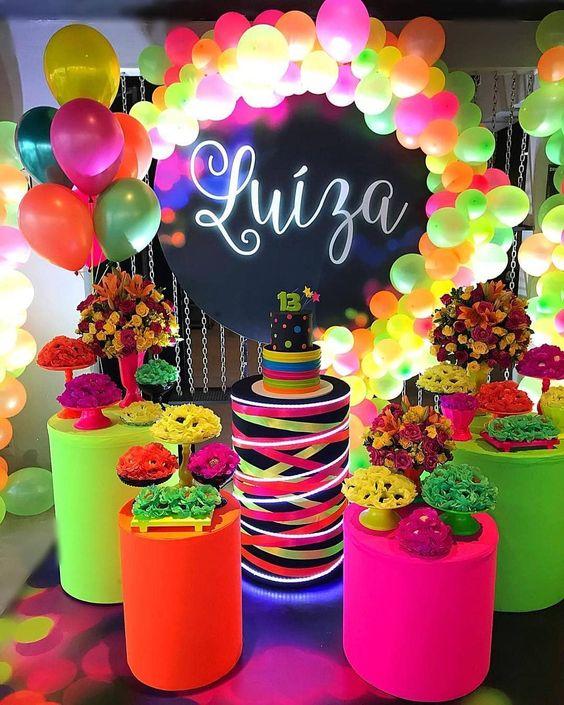 fiesta con colores neon