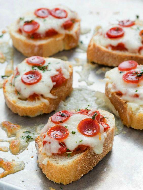 bocadillos de mini pizzas