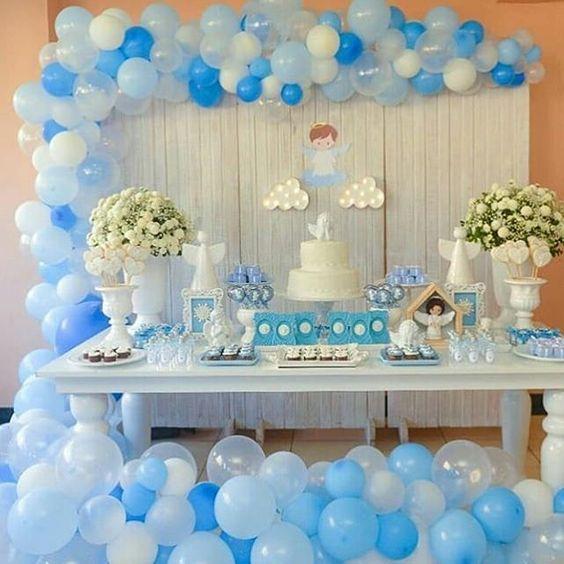 mesa de dulces para bautizo de niño