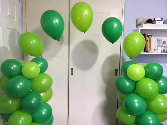 como hacer un arco de globos con helio