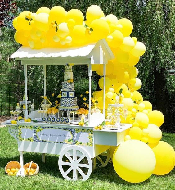 mesa de dulces baby shower amarillo