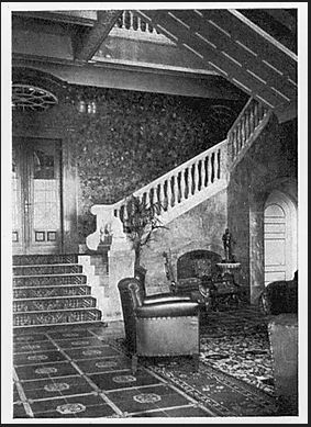 Die prächtige Marmortreppe führte die Urlauber in die Säle im oberen Geschoss.