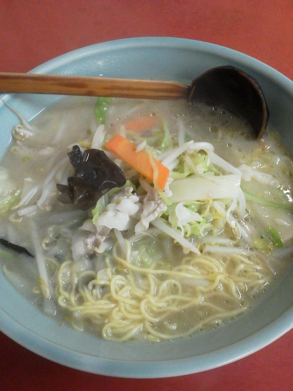 昨日のタンメンだが、麺の太さやスープの味が、長崎ちゃんぽんみたいだったので、 山水楼のタンメンやり直しただよぉ~。 ヽ( ´ー`)ノ 【2012年3月27日】