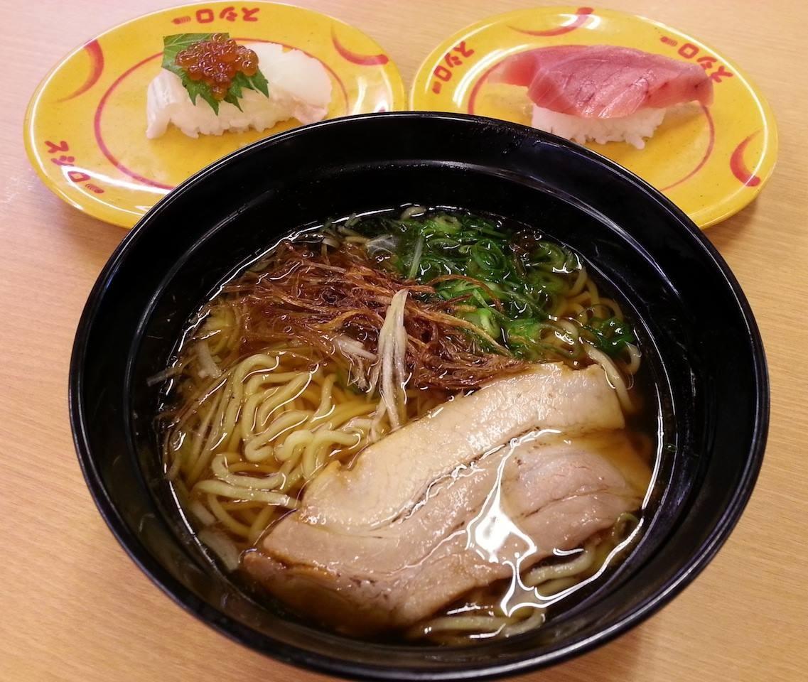 遂にスシローにもラーメン登場! 出汁入り鶏がら醤油味で280円! 味はマルちゃんの正麺醤油味レベルですた…。まぁ、スシに専念すてくれ給え! 【2014年4月1日】