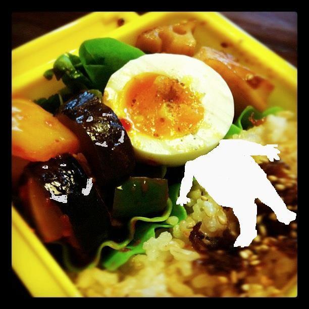 【美奈子さんのお弁当で遊んでみよう!】 目玉焼きではなく、ゆで卵なのに目玉のおやじ! 【制作日/2011年10月12日】