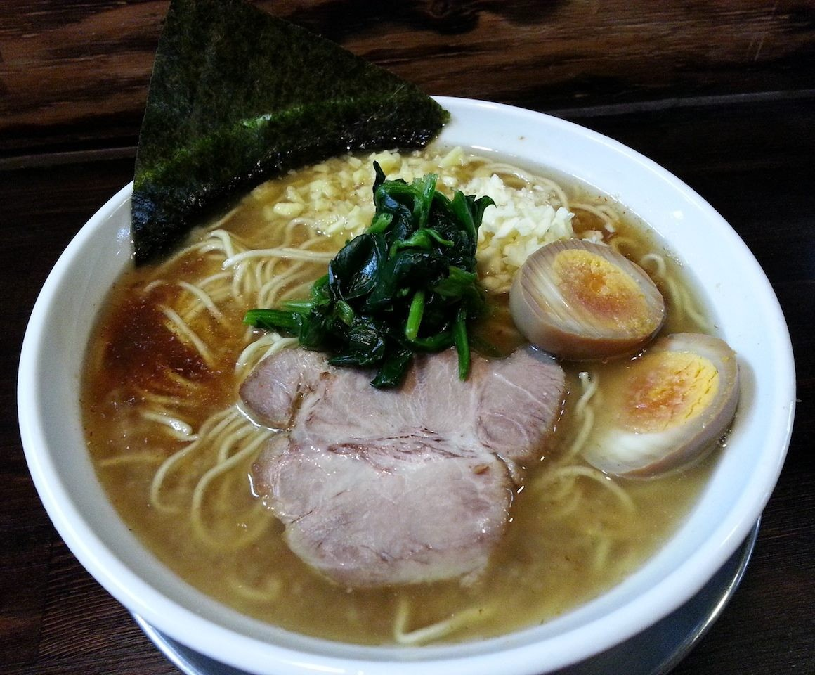 ラーメン屋「スズキヤスオ」の『ラそば』でつ。先日食べた太麺の『ラうどん』より、こっちの細麺のほうが、おでは好きだな。 (ノ´∀`*) 【2014年4月10日】