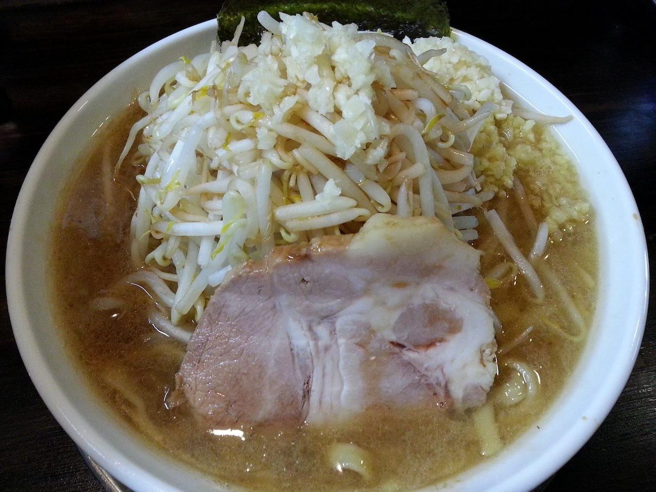 スズキヤスオで二郎インスパイア系の麺、ヤスじろうでつ。すんげぇヘビーですた。 【2014年7月8日】