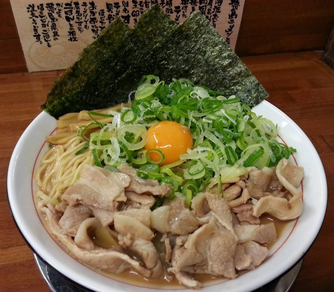 徳島ラーメン茶系の全部増し。ヘビーですた。 【2014年11月6日】
