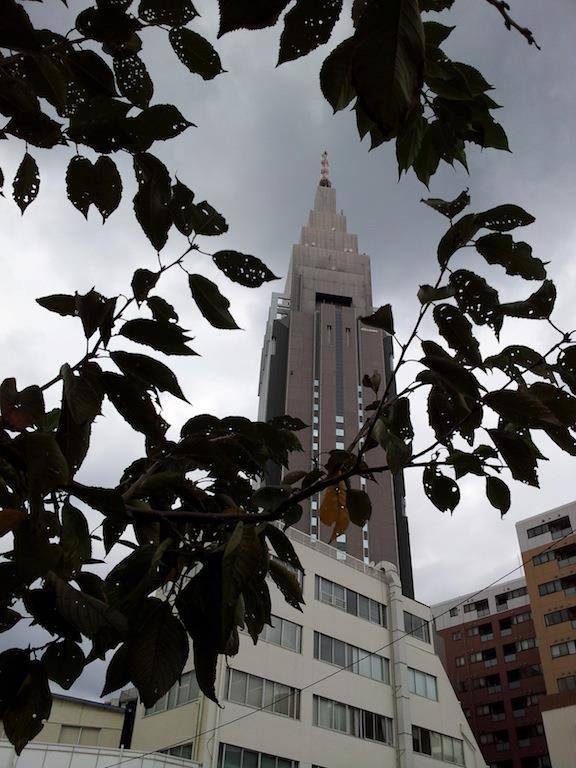 土曜の午後の曇りのドコモ。 【2012年10月27日】