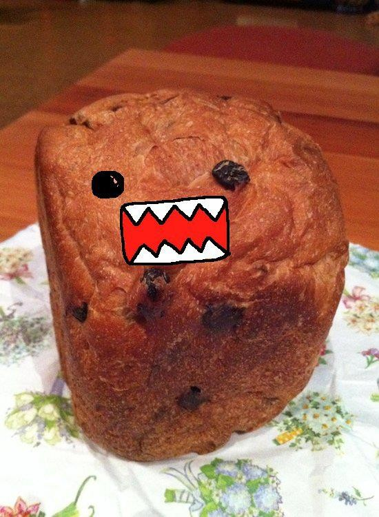 James Shimojiさんのウォールで紹介されていた、 美味しそうな手作りパンの形が、あまりにドーモ くんっぽかったので、落書きしちゃいました。  Jamesさん、ごめんなさい。(m´・ω・`)m 【制作日/2011年8月23日】