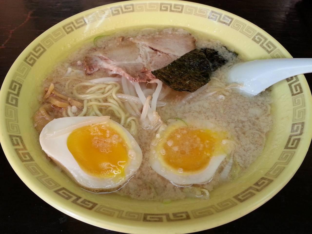 中華そばひびきが臨時休業だったので、江川亭で味付玉子麺。久しぶりにプースーを残す。 【2014年10月25日】