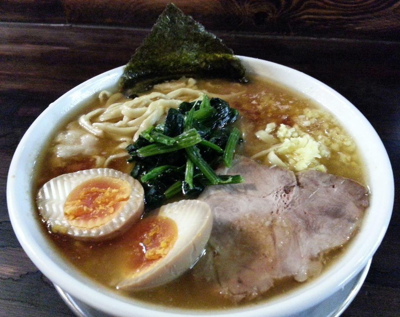 今、代々木で話題のラーメン屋「スズキヤスオ」の『ラうどん』。名古屋の味噌煮込みうどんのような麺の硬さでつ。細麺の『ラそば』もありまつよ。 【2014年3月29日】