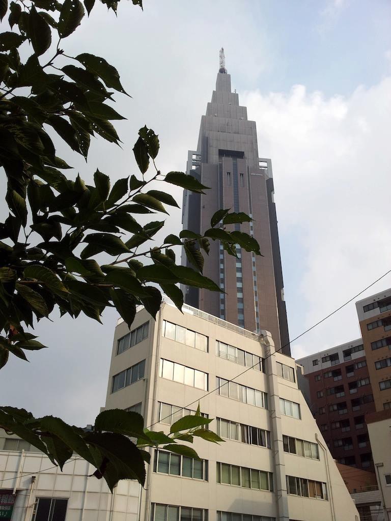 【関東甲信地方】 今日は、日本の東の高気圧に覆われるでしょう。 …高気圧ガール…懐かしい。w 【2013年8月29日】
