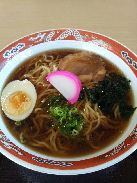 賢島駅二階レストランのラーメン。昨日の海の家の正麺と互角レベルか。700円は、ないんぢゃね? 【2013年8月12日】