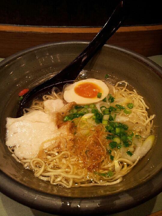 名古屋・驛麺通り、名古屋らーめん『なご家』の特製名古屋コーチン塩らーめん。フツーの味でつ。 【2013年3月9日】