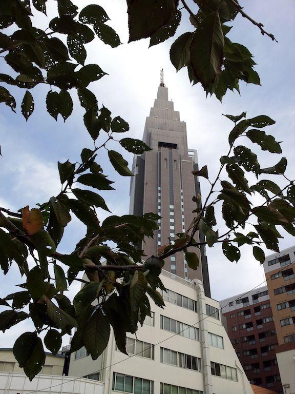 【東京地方】今日は晴れ昼過ぎまで時々曇りしょう…Yahoo!天気、『曇りで』の『で』が抜けてるよ。 【2012年10月30日】