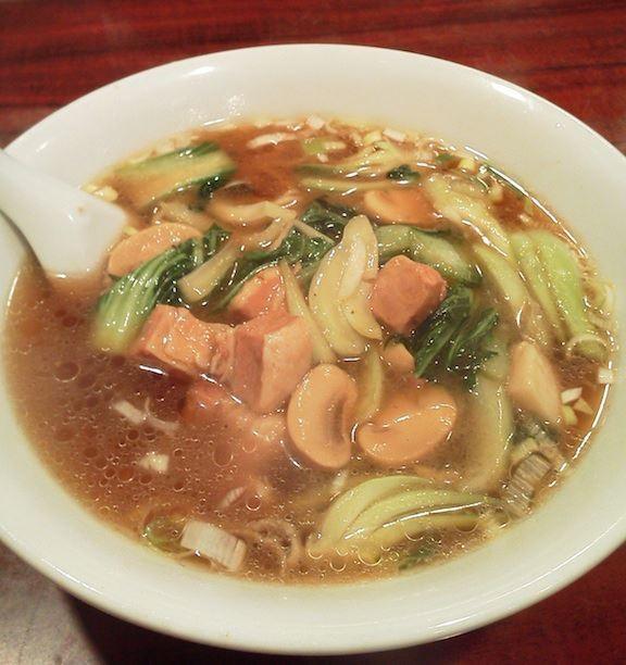 今日の麺は、お店の名前がついている『和平拉麵』という一品だよぉ~ん! 角煮に青菜にマッシュルームがウマし! マッシュっていっても、バリのマジックぢゃないよぉ~! 【2011年10月24日】