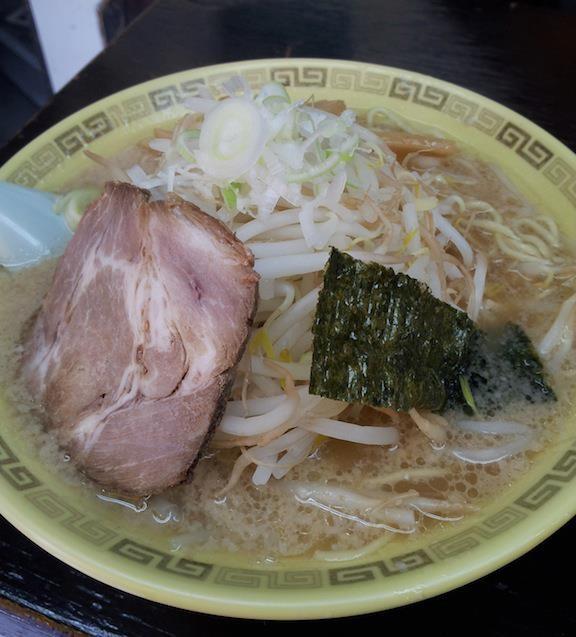 個人経営のラーメン屋さんは、お盆なのでほとんどお休み。で、江川亭小金井本店でもやしラーメン。食べても食べてももやしですたよ。 (´Д⊂ モウダメポ  【2012年8月15日】