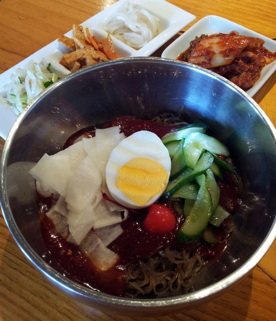 夏真っ盛りにつき、ビビン冷麺ニダ! ~ヘ(´ー`*) 【2013年10月7日】