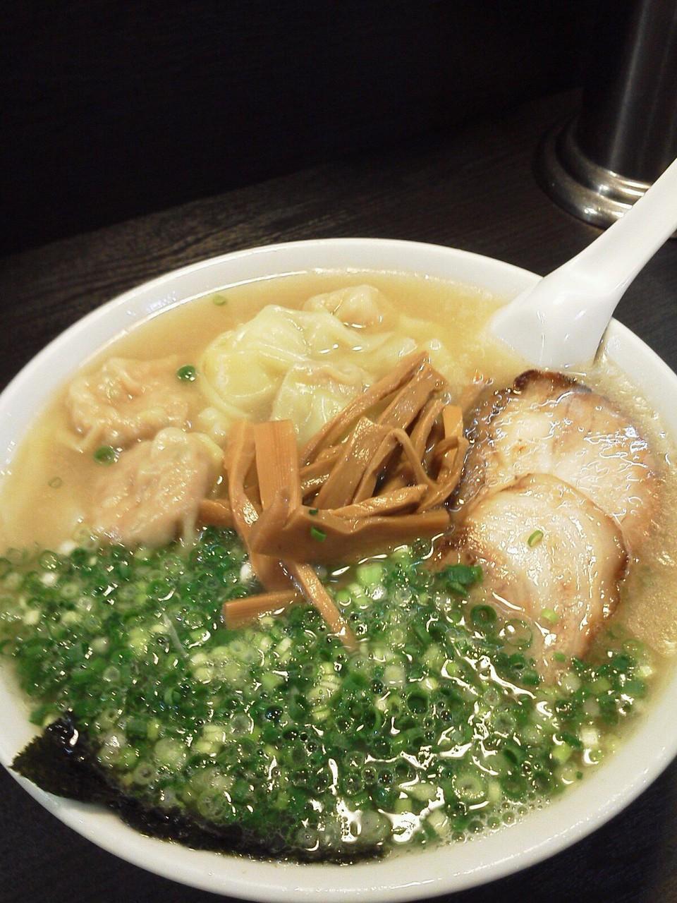 四ッ谷こうやのワンタン麺でつよぉ~! 老舗の安心できる一品でつね。 【2011年10月11日】