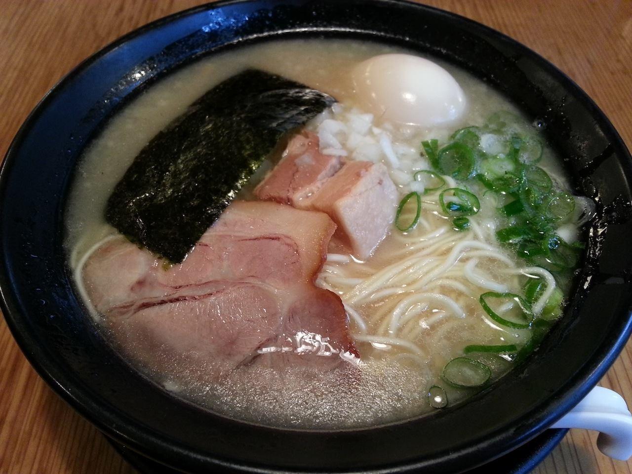 一週間ぶりのラーメンは、九州ツアーちうにも食べんとかった、九州とんこつラーメンたい! どけんもこげんもなかとぉ。しぇからしかぁ! 【2014年9月24日】