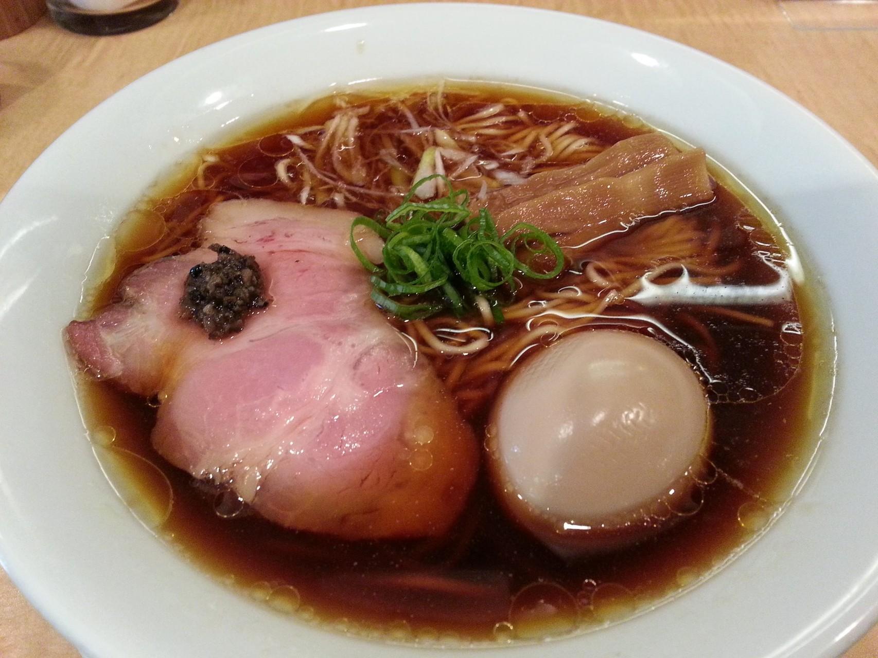 巣鴨の人気店、Japanese Soba Noodles 蔦の味玉醤油そばでつ。さすがに美味しいでつ。 【2014年8月19日】