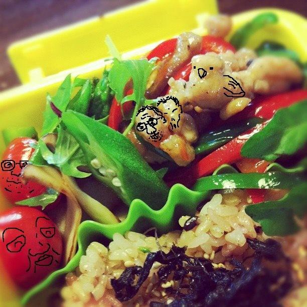 【美奈子さんのお弁当で遊んでみよう!】 桑さん、嬉しそうでつね。そすて、鶏肉がヒヨコ! 【制作日/2011年10月26日】
