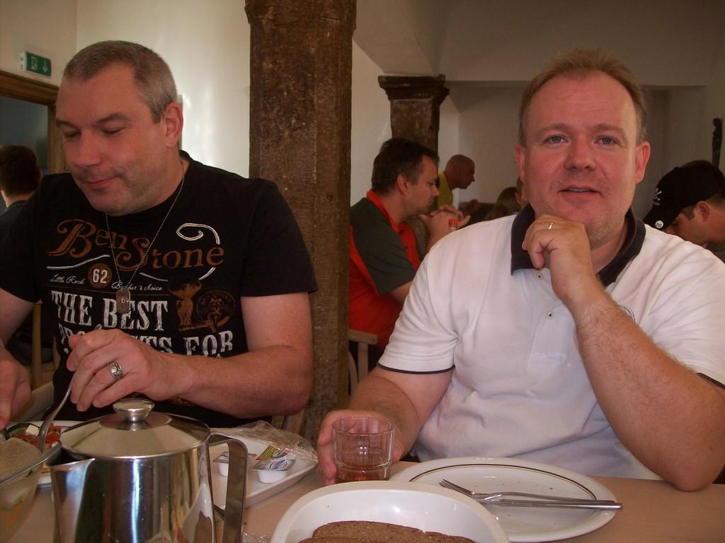 Das gemeinsame Essen (Jugendherbergsstandard)...