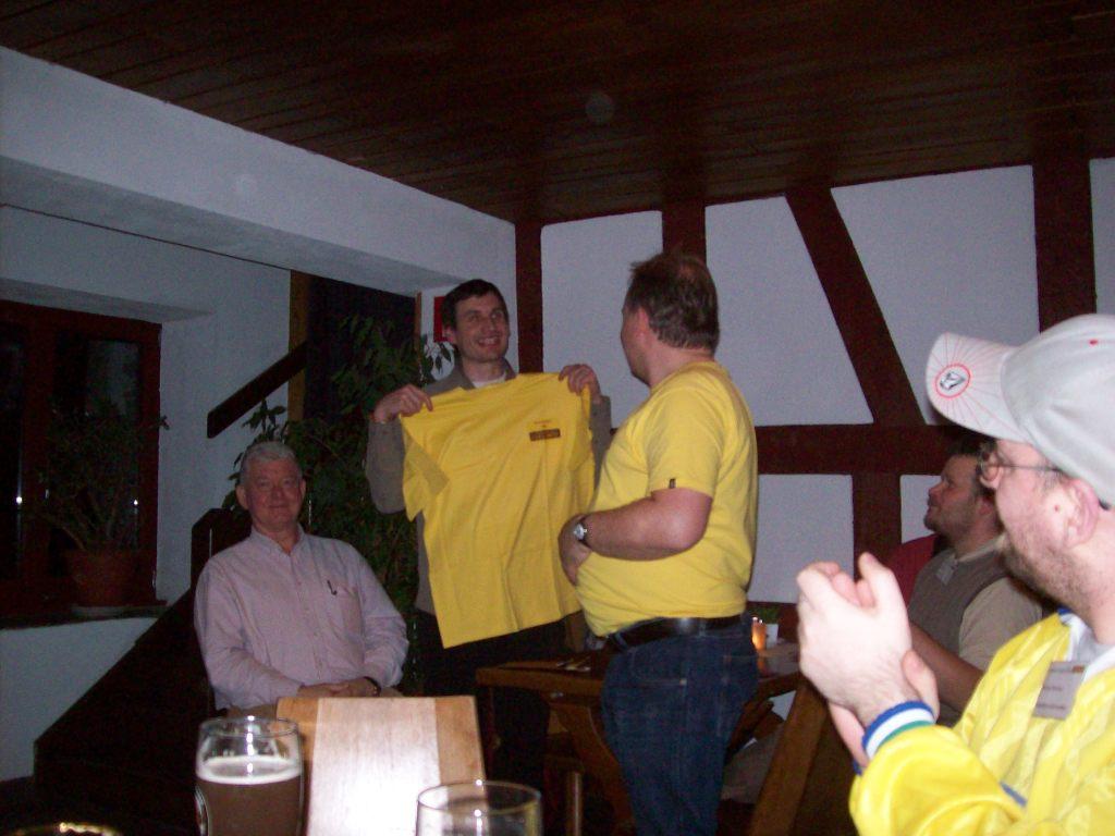 die Verleihung des gelben Trikots