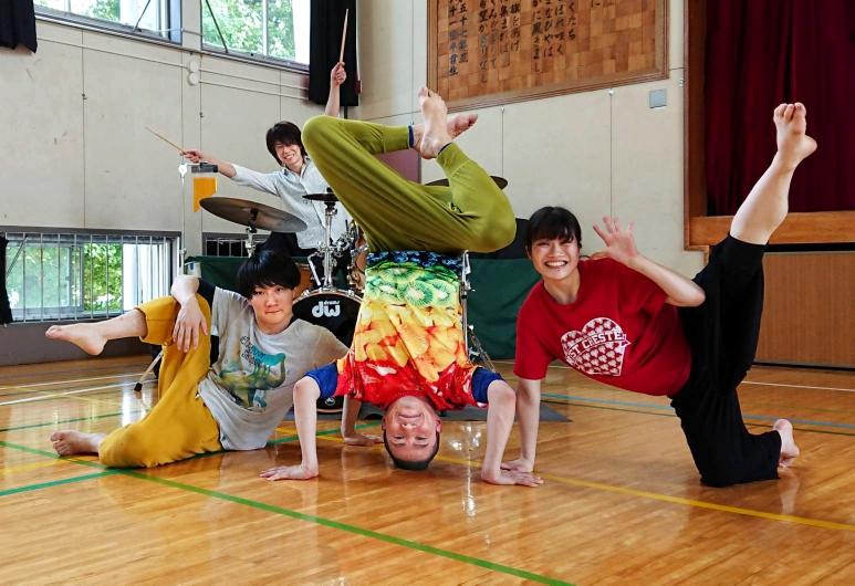 ダンサーのみんな。左から、けいたん、たっちゃん、りえちゃん