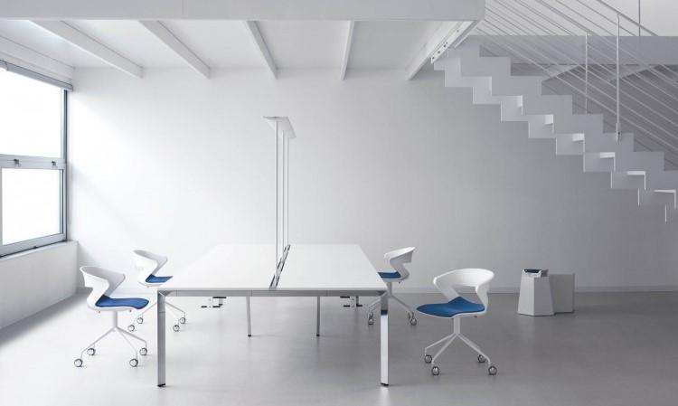Tavolo riunione modello K7 e sedute girevoli modello kicca
