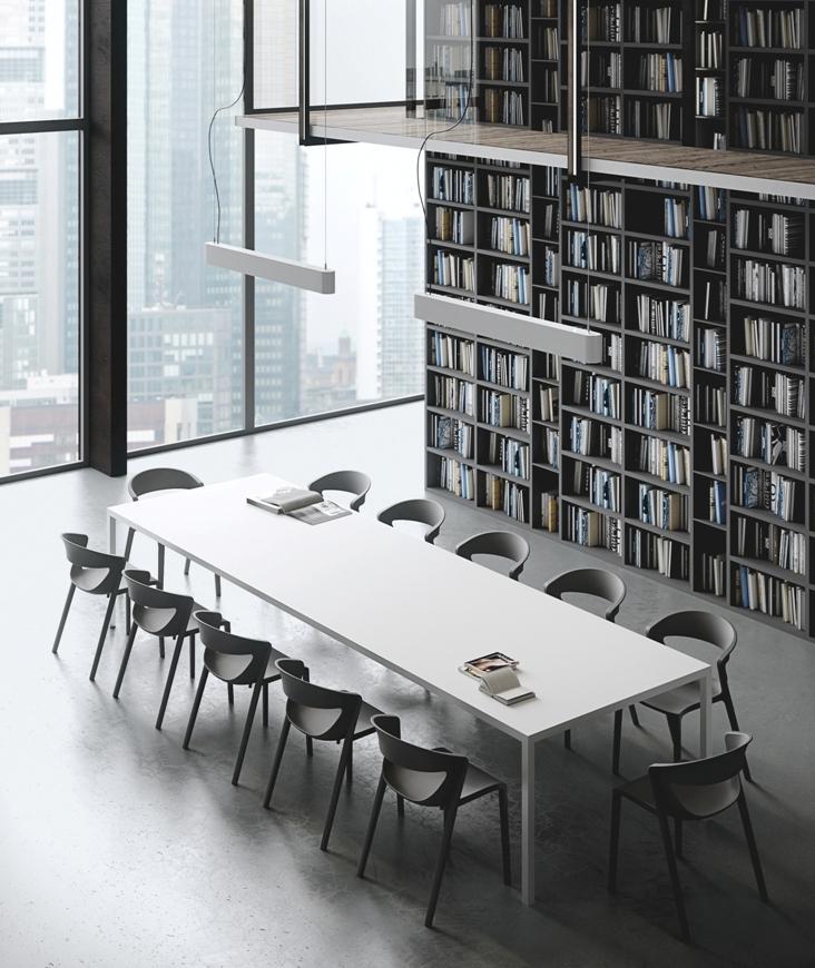 Tavolo riunione modello K3 con sedute modello kicca one